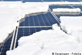 Schnee auf den Photovoltaik Modulen