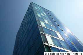 Fassadenmontage der Photovoltaikanlage